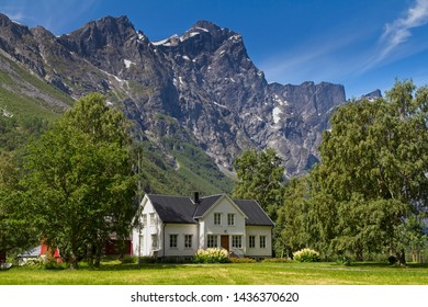 A white house in Norwegian mountains