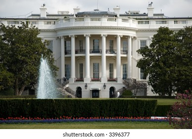 The White House seen from the south side lawn