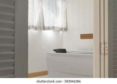 White jacuzzi with daylight in beautiful bathroom - selective focus