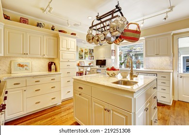 Pot Racks Kitchen Images, Stock Photos & Vectors | Shutterstock