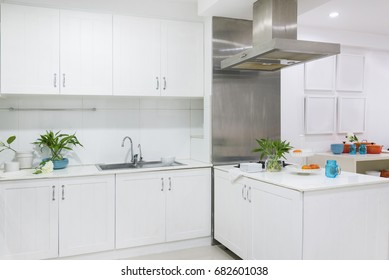 White kitchen Minimalist style decorated with wooden cabinets and mirrors. For kitchen utensils and dishes.