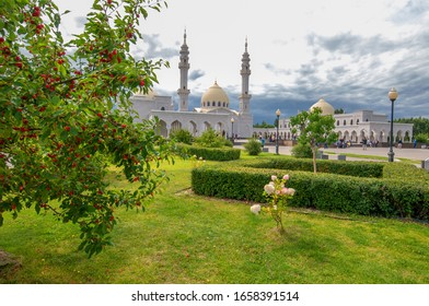 The White Mosque, the Bulgar cultural heritage of the Volga Bulgaria, Monuments of Tourism, is considered the architectural gem of modern Tatarstan. 2019,08,10 Tatarstan Russia