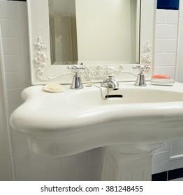 White Pedestal bathroom sink