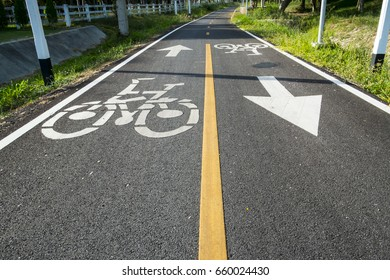 White picture bike on the paved bicycle path. Bicycle road sign on asphalt. Bicycle Path.
