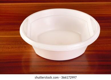 white plastic plates  for picnic