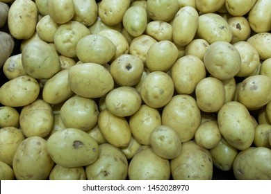 White potatoes on display at a grocery store