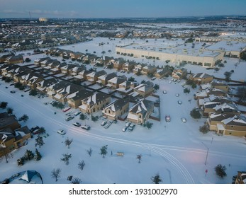 White Powder Snow during winter storm Uri over a foot of fresh snow in Round Rock north of Austin , Texas , USA