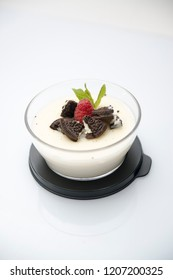 white puding with cookies