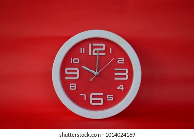 White and red clock at 10 o'clock On a red background