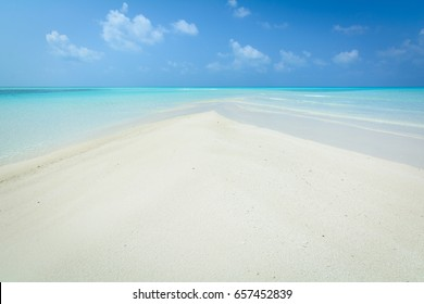 White sand sandbank near Fehendhoo island, Maldives, Baa atoll, April 2017.