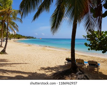 White sand and turquoise water on the Caribbean beach in Jamaica