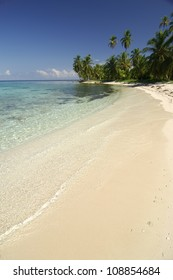 White sands beach and crystal water at Kuna Yala. San Blas archipelago, Panama, Caribbean, Central America.