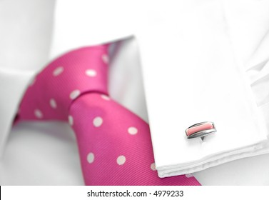 Men's white shirt with spotted tie and cufflink