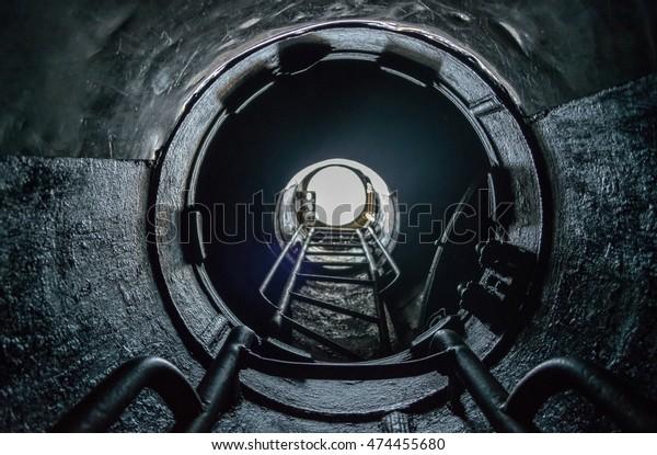 white-sun-light-form-submarine-600w-4744