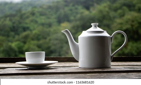 White tea with a glass of tea backdrop is a mountain view.