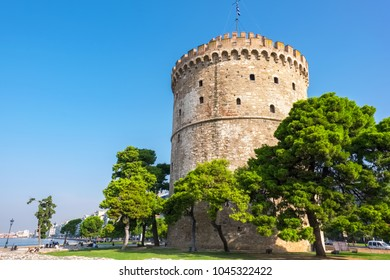 The White Tower (Lefkos Pyrgos) on the waterfront in Thessaloniki. Macedonia, Greece
