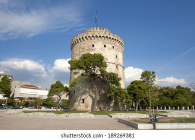The White Tower, monument and museum on the waterfront of the city of Thessaloniki, Greece.