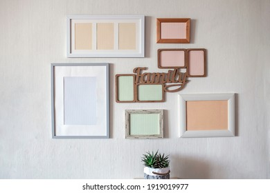 Weiße Wand mit verschiedenen leeren vertikalen und horizontalen Bilderrahmen, um eine Familienfotogalerie an der Wand zu erstellen, einen Moment zu erfassen, Vorlage auf weißem Hintergrund, Lifestyle