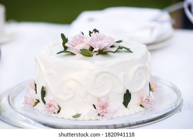 White wedding cake decorated with  fllowers.