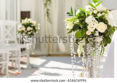 White Wedding Ceremony Decorations Indoor Wedding Stockfoto Jetzt