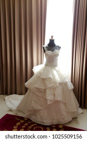 8e1a1fdec White wedding dress gown on mannequin. Bride's morning wedding preparation  concept