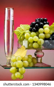 White wine glass, red wine grapes, white grapes