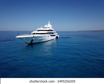 white yacht in the ocean in clear weather