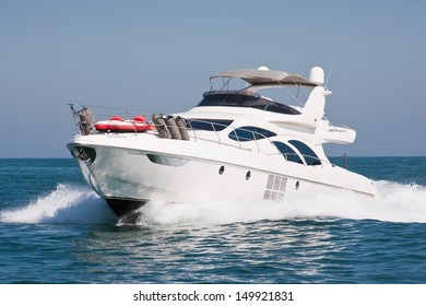 White Yatch