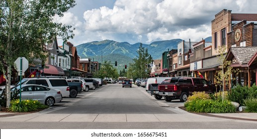Whitefish, MT,USA - Juli 3 2019 - Mainstreet in Whitefish still has a smalltown feel to it. The town attracts many tourists in summer and winter.