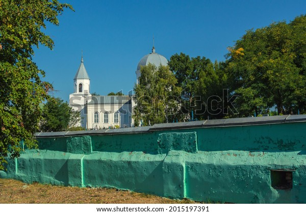 whitestone-twodomed-church-rises-above-6