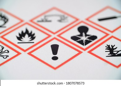 WHMIS 2015 SYMBOLS WORKPLACE HAZARDOUS MATERIAL INFORMATION SYSTEM. EXCLAMATION MARK FOCUSED SYMBOL. FOR INDICATORS AND FOR EMPLOYEE AND EMPLOYER. TOXIC MATERIAL. MAY CAUSE LESS SERIOUS HEALTH EFFECTS - Shutterstock ID 1807078573