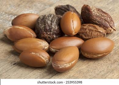 Whole Argan nuts
