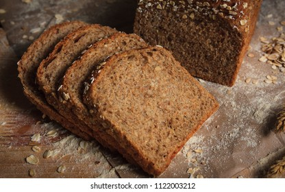 Whole wheat bread baked at home, bio ingredients.