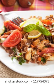 Wholegrain pasta salad with grilled chicken and vegetables