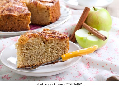 Wholemeal apple cinnamon tea cake