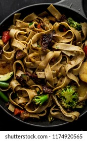 Wholemeal pasta with broccoli and herbs