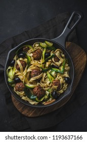 Wholemeal pasta with courgette and meatballs