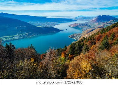 A wide angle shot of the Lake Annecy in France