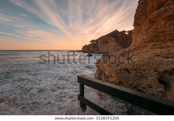 wide-angle-view-horizon-sandstone-600w-1