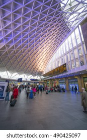 Wide angle view over the lobby of Kings Cross Station in London - LONDON / ENGLAND - SEPTEMBER 14, 2016