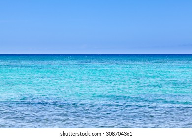 Wide angle view of Pacific Ocean from shores of Hawaii