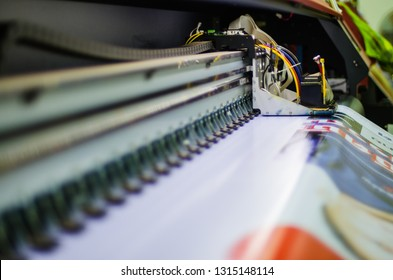 Wide or large format printers Inkjet for vinyl printer working in office. It support a maximum roll width for used to print vinyl of banners posters and trade show graphics. It digital device to media