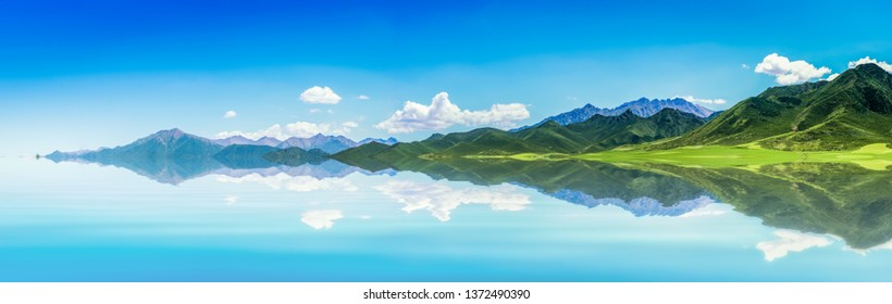 The wide and wide picture, blue sky and white clouds, beautiful endless green mountains and waters.