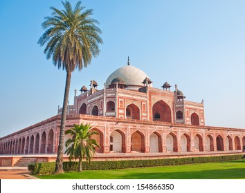 "wide shot of  of ""Humayun,s Tomb"" at New Delhi, India"