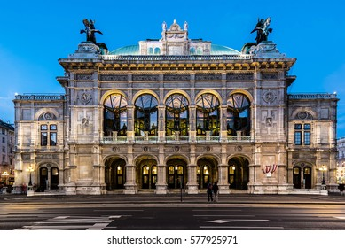 Wien opera building facade at early night