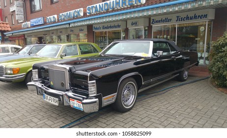 Lincoln Town Cars Images Stock Photos Vectors Shutterstock