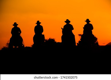 Wild West sunset ; Cowboy Men horse riding at sunset Vintage west, sihouette