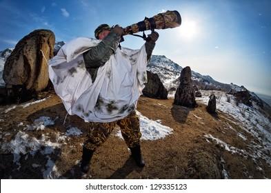 wildlife photographer outdoor in winter