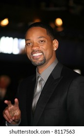 Will Smith attends the UK premiere of I Am Legand Odeon Leicester Square, London 19/12/07. Credit: Entertainment Press