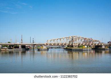 The Willis Avenue Bridge is a swing bridge and over the Harlem River between the New York City and The Bronx. The Bridge is part of the New York City Marathon.